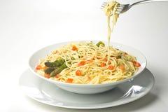 Salsa y espárrago frescos naturales de tomate del espagueti Imagen de archivo libre de regalías