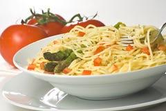 Salsa y espárrago frescos naturales de tomate del espagueti Fotografía de archivo libre de regalías