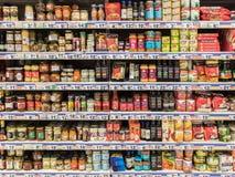Salsas especiales en soporte del supermercado Fotografía de archivo libre de regalías