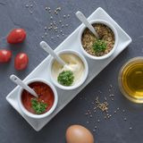 Salse degli alimenti a rapida preparazione: ketchup, senape e maionese fotografie stock