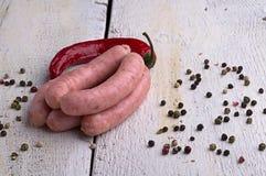 Salsiccia, granelli di pepe e peperoncino rosso Fotografia Stock