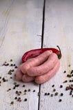 Salsiccia, granelli di pepe e peperoncino rosso Immagini Stock Libere da Diritti