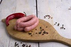 Salsiccia, granelli di pepe e peperoncino rosso Fotografie Stock