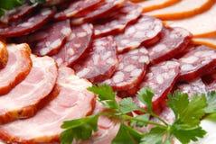 Salsiccia, carne, vegetazione Fotografie Stock Libere da Diritti