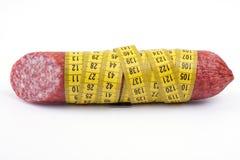 Salsiccia con nastro adesivo di misurazione Immagini Stock Libere da Diritti