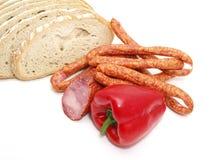 Salsiccia con pane e le verdure Fotografie Stock Libere da Diritti