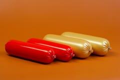 Salsiccia cotta su colore marrone Fotografie Stock Libere da Diritti