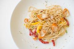 Salsiccia degli spaghetti con i peperoncini rossi asciutti Fotografia Stock Libera da Diritti