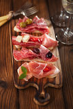 Salsiccia del jamon della carne e pane curati di ciabatta Fotografia Stock
