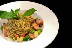 salsiccia del pollo del pepe nero degli spaghetti Immagini Stock