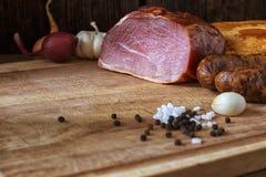 Salsiccia e carne affumicate Immagini Stock