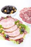 Salsiccia e carne di taglio su una tabella. Immagine Stock Libera da Diritti