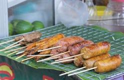 Salsiccia tailandese, pollo arrosto e carne di maiale arrostita Fotografia Stock