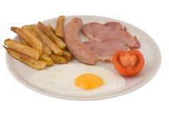 Salsiccia, uovo, pancetta affumicata, pomodoro e patatine fritte Fotografie Stock Libere da Diritti