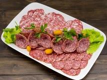 Salsiccie assortite affettate Immagini Stock