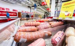Salsiccie bollite differenti pronte per la vendita immagini stock