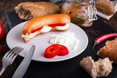Salsiccie ceche tradizionali in aceto con la cipolla Fotografia Stock Libera da Diritti