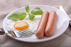 Salsiccie con l'uovo fritto Fotografia Stock