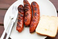 Salsiccie del barbecue su un piatto Fotografia Stock Libera da Diritti