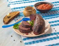 Salsiccie del budino dell'anello su un piatto con Fotografia Stock