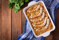 Salsiccie di Monaco di Baviera con cavolo fritto Immagine Stock Libera da Diritti