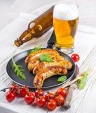 Salsiccie di Monaco di Baviera con i pomodori Fotografie Stock Libere da Diritti