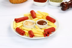 Salsiccie e patate fritte Immagine Stock Libera da Diritti