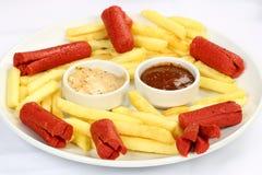 Salsiccie e patate fritte Fotografia Stock Libera da Diritti