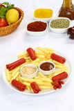 Salsiccie e patate fritte Immagini Stock