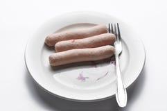 Salsiccie e senape del pollo isolate su fondo bianco Prima colazione isolata su fondo bianco immagine stock libera da diritti