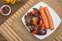Salsiccie e verdure cotte Fotografia Stock