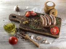 Salsiccie fritte con l'olio di olive Immagini Stock