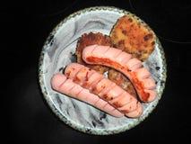 salsiccie fritte con le cotolette del pollo immagine stock libera da diritti