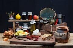 Salsiccie, pane e formaggio Immagine Stock
