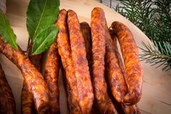 Salsiccie sottili conosciute e care del mondo di Frankfurterki piccole Immagini Stock