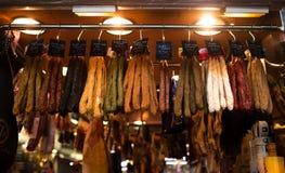 Salsiccie sul mercato di Barcelona's Fotografie Stock Libere da Diritti