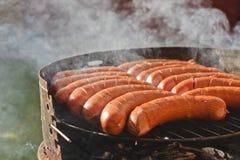 Salsiccie sulla griglia - bbq fotografia stock libera da diritti