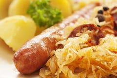 Salsicha com batatas e sauerkraut Imagem de Stock Royalty Free