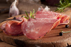 Salsicha cortada fotos de stock