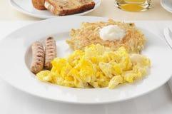 Salsicha da ligação com ovos scrambled Imagens de Stock