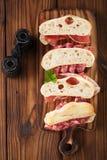 Salsicha do jamon da carne e pão curados do ciabatta Imagem de Stock