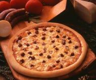 Salsicha e cebola da pizza Imagem de Stock Royalty Free