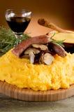 Salsicha e cogumelo do Polenta Foto de Stock Royalty Free