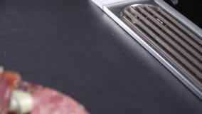 Salsicha e presunto fumados cortados video estoque