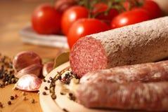 Salsicha e tomates imagem de stock