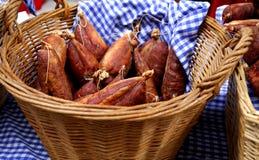 Salsicha em uma cesta Fotos de Stock Royalty Free