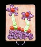 Salsicha fumado com aipo e os tomates vermelhos pequenos Foto de Stock