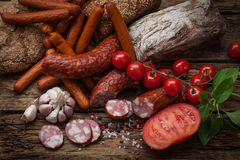 Salsicha fumado e vegetais Fotografia de Stock