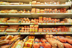 Salsicha na loja Imagens de Stock