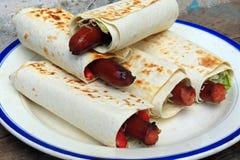 Salsicha no pão do pão árabe Foto de Stock